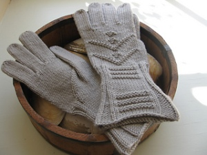 Inverness Gloves by Elizabeth McCarten