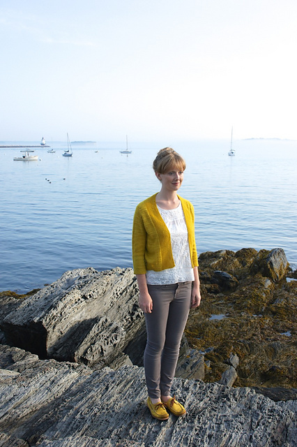 Featherweight Cardigan by Hannah Fettig